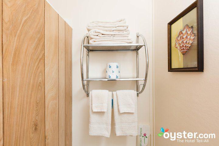 standard-1-queen-bedroom--v14598704-720
