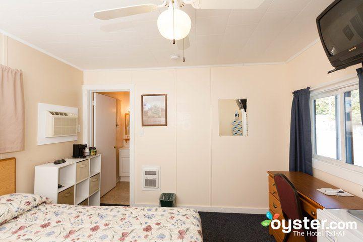 standard-1-queen-bedroom--v14598741-720