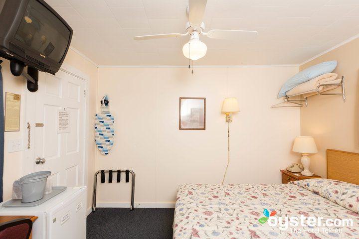 standard-1-queen-bedroom--v14598742-720