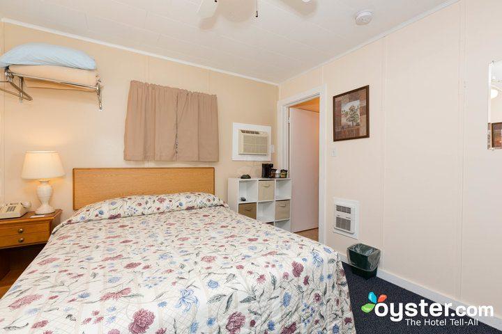 standard-1-queen-bedroom--v14598813-720